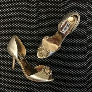 BADGLEY MISCHKA metallic gold jewel heels 6.5